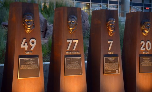 90b8068753f Denver Broncos Great at Honoring Past