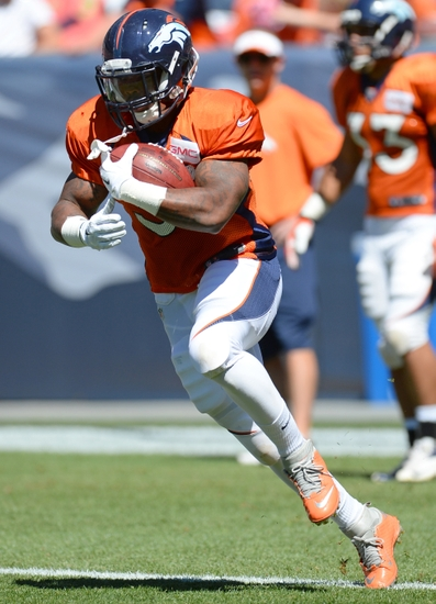 Aug 2 2017 Denver Co Usa Broncos Running Back Kapri Bibbs 35 Runs With The Football Prior To Start Of A Scrimmage At Sports Authority