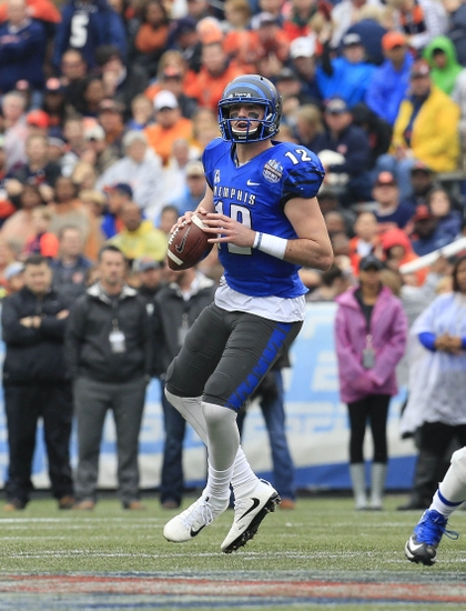 A Broncos Scout Flocks To Paxton Lynch S Pro Day